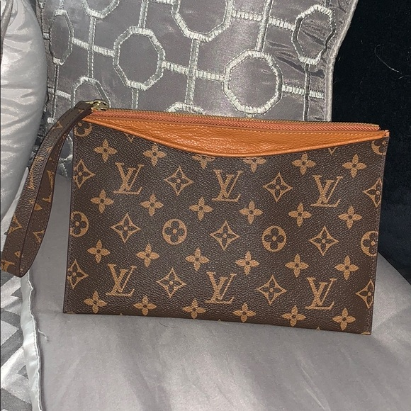 533ab797161b Louis Vuitton Monogram Clutch